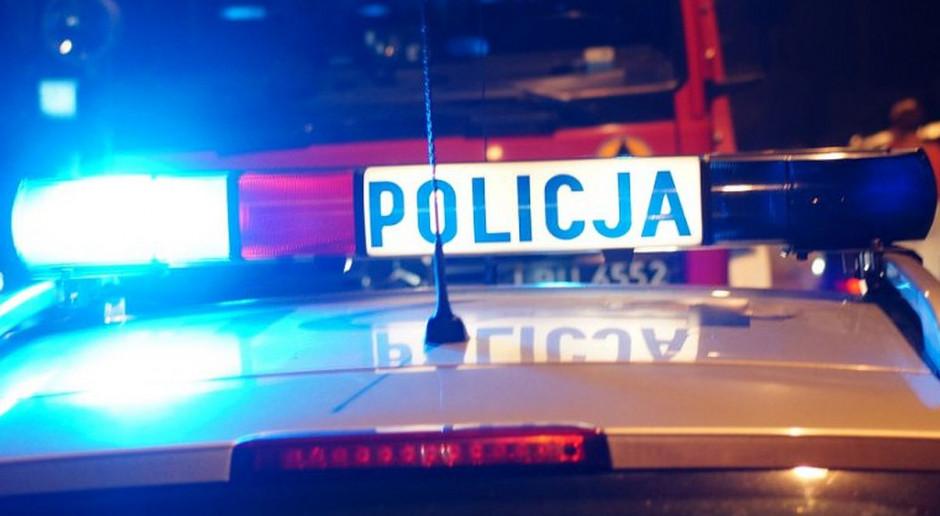 Traktorzysta uwięziony pod wrakiem, po zderzeniu z samochodem