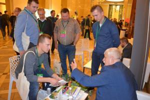 Punkt ekspercki, gdzie rolnicy mogli zadać nurtujące ich pytania dla prof. Marka Korbasa podczas konferencji Narodowe Wyzwania w Rolnictwie, fot. M. Tyszka
