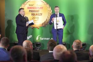 Wyróżnienie internautów za bramę bioasekuracyjną odbiera Daniel Wyczółkowski, członek zarządu, UNIDOZ