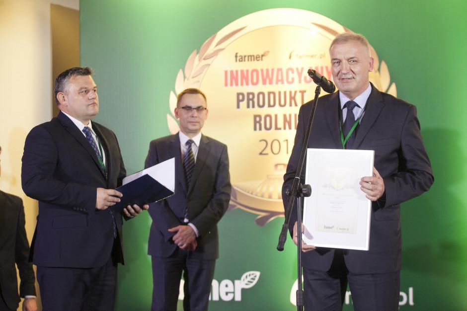 Marek Łuczak, Commercial Unit Head Central Europe, Syngenta Polska Sp z o. o. odbiera nagrodę przyznaną przez internautów za fungicyd Elatus Era