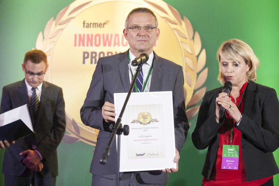 Nagrodę w imieniu Concordii odbiera Michael Loesche – Członek Zarządu Concordii Ubezpieczenia za wyróżniony przez jury produkt Concordia Produkcja Zwierzęca