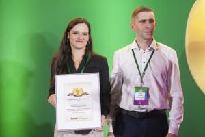 Paulina Taraska – właścicielka firmy oraz Piotra Taraska – współwłaściciel, Agro Innovations Center Paulina Taraska odbierają nagrodę jury za TMR Manager – system do zarządzania i kontroli żywienia na fermie bydła