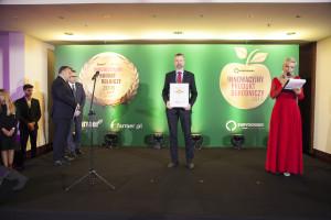 Przemysław Szubstarski, Dyrektora Marketingu, Corteva Agriscience odbiera nagrodę jury za herbicyd Pixxaro