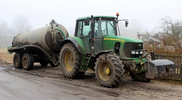 Sprzedaż ciągników używanych – John Deere depcze po piętach liderowi