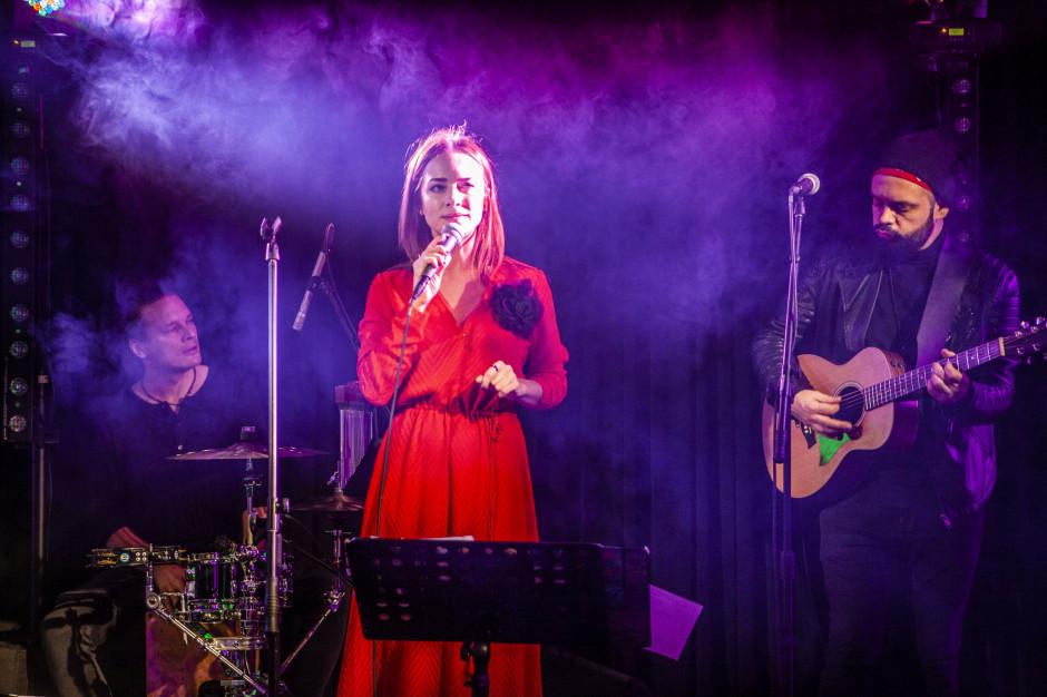 Wspaniałą oprawę muzyczną zapewniła Kasia Grzesiek z zespołem