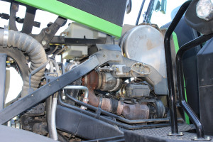 Warto pamiętać, że im ciągnik ma więcej osprzętu, tym efektywna moc przenoszona z silnika na koła lub WOM jest mniejsza