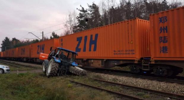 Ciągnik z beczką kontra pociąg