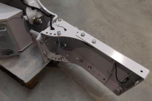 Regulowane panele boczne pozwalają na dopasowanie szerokości zderzaka do szerokości traktora