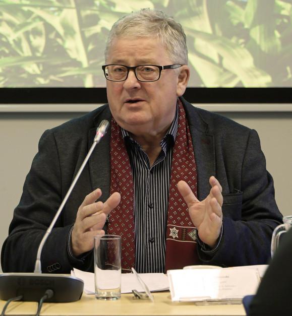 Przewodniczący Komisji Rolnictwa i Rozwoju Wsi w Parlamencie Europejskim Czesław Siekierski  fot. EURACTIV.pl