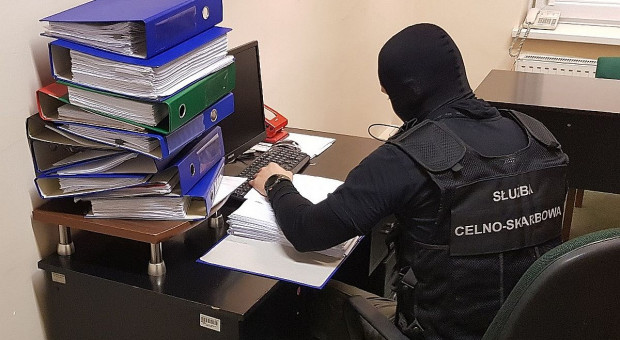 Funkcjonariusze KAS i CBŚP rozbili grupę przestępczą wyłudzającą VAT