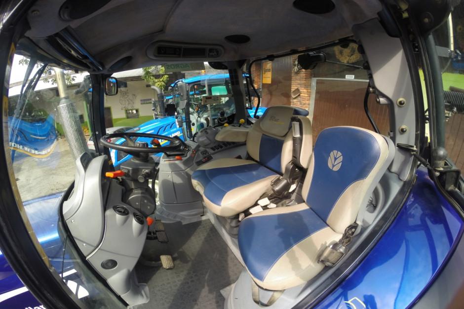 Kabina ciągnika New Holland T5030 przerobionego na wersję BluePower, fot.kh