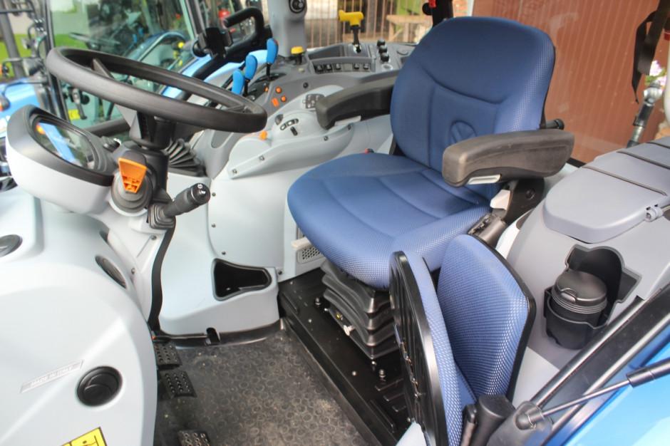 Wnętrze nowego ciągnika T5.100, fot.kh