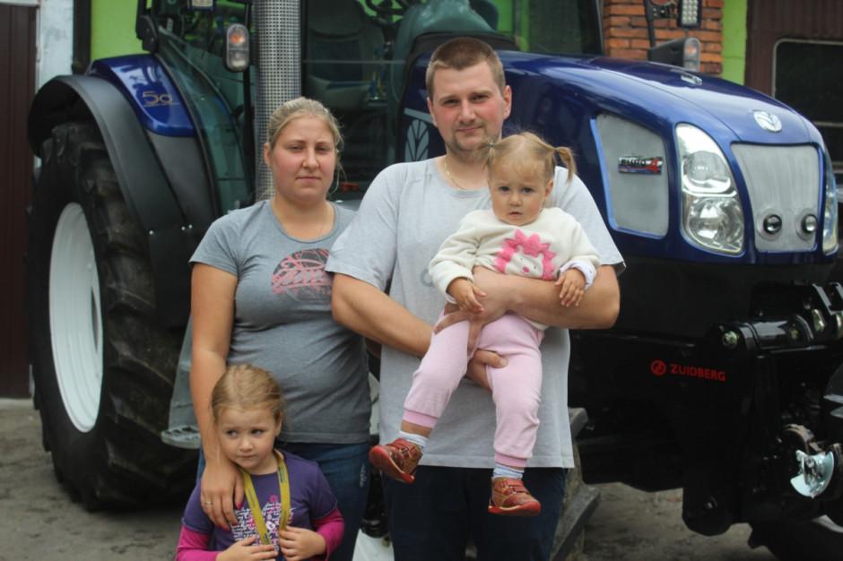 Michał Janik z żoną Iwoną oraz córkami Oliwią i Nikolą, fot.kh