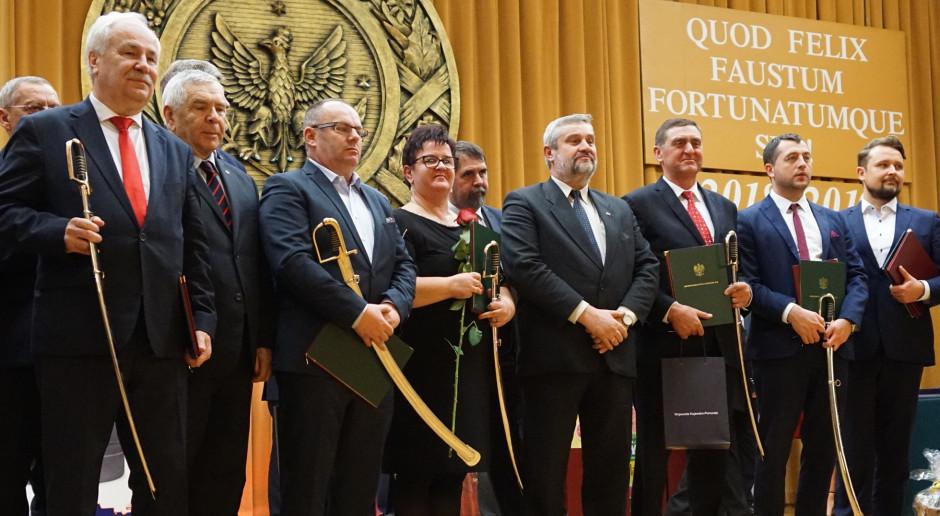 Szable, buzdygany i szyszaki dla laureatów konkursu Agroprzedsiębiorca RP 2018