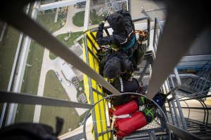 Aktywiści Greenpeace we wtorek rano wdrapali się na chłodnię kominową Elektrowni Bełchatów