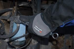 Niejednokrotnie prace serwisowe czy naprawy trzeba przeprowadzać na zewnątrz w niskich temperaturach; warto wykorzystać wtedy rękawice Tiger Flex Thermo
