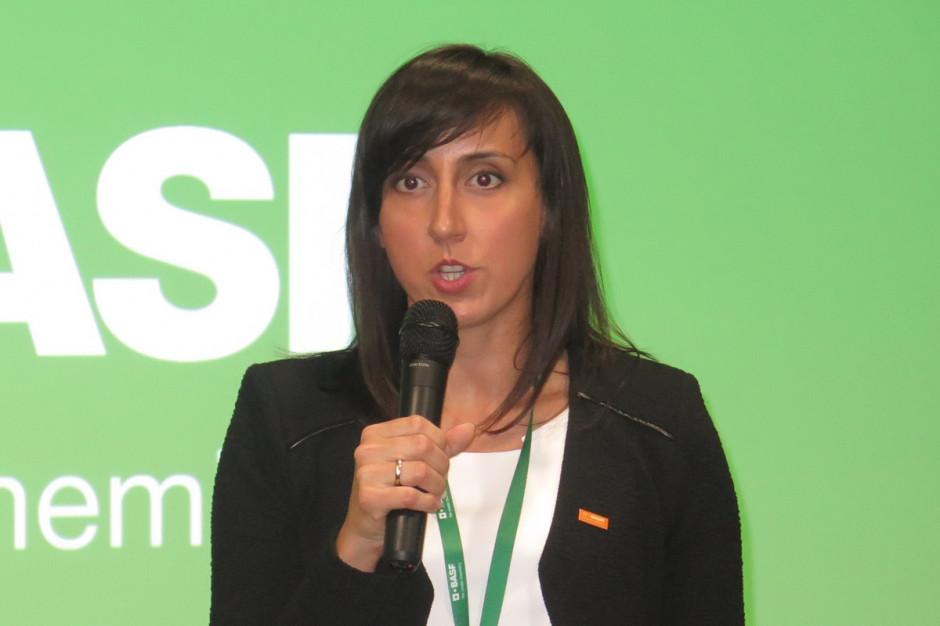 Natalia Gackoska – Specjalista ds. Rejestracji omawiała działania podejmowane przez firmę na rzecz ograniczenia rynku nielegalnych środków ochrony roślin;Fot. W. Denisiuk