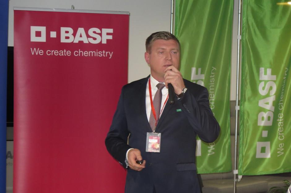 7.Marcin Chojecki – manager ds. rozwoju produktu, przedstawił między innymi nowość w segmencie warzyw – fungicyd Dagonis; Fot. W.Denisiuk