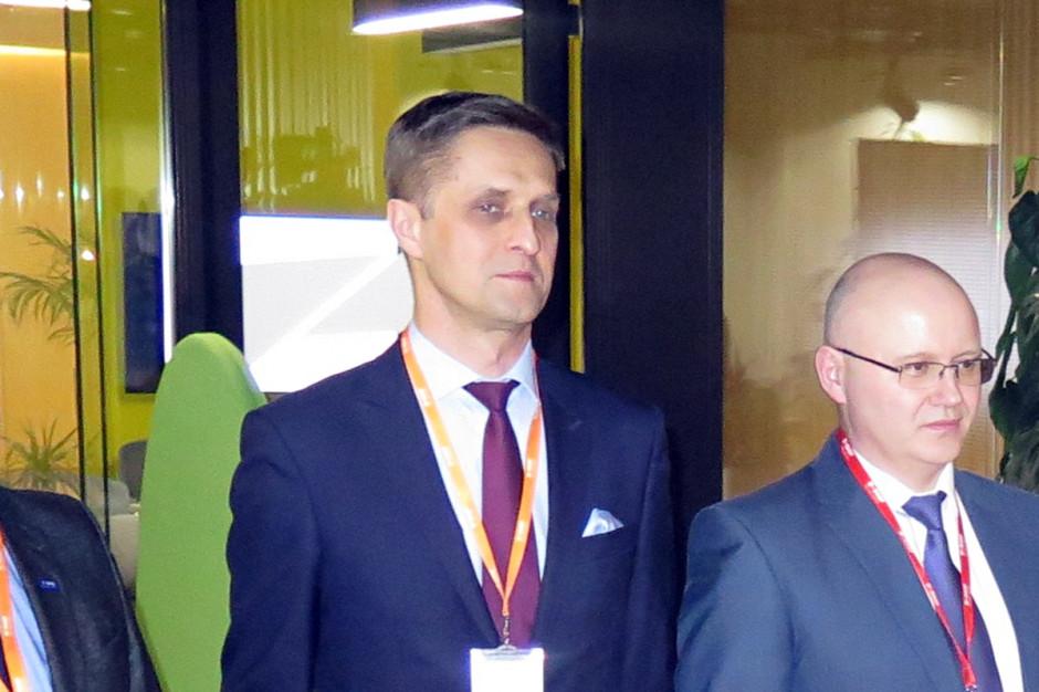 Tomasz Kowal – Kierownik ds. Sprzedaży Nasion – omówił z kolei między innymi topowe odmiany nasion rzepaku jarego będące w firmowej ofercie; Fot. W. Denisiuk