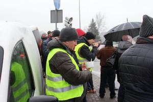 Protestujących wsparli również przedsiębiorcy z branży rolniczej, którzy przywieźli zziębniętym ciepłą zupę