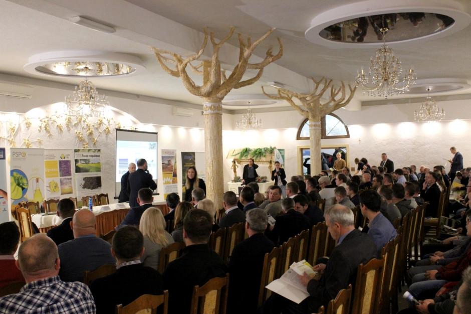 W Piątnicy dyskutowano na temat możliwości zastąpienia importowanej soi paszami wyprodukowanymi z rzepaku, fot. Ł. Ch.