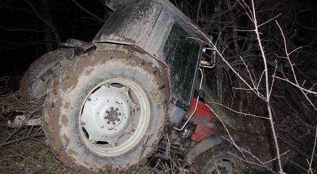 Rajd traktorem zakończył w potoku