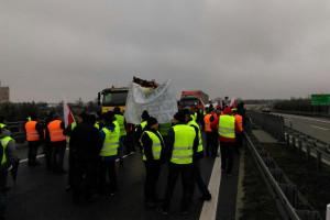 Protest w Rawie Mazowieckiej: doszło do przepychanek z policja