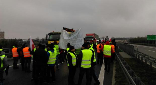 Protest w Rawie Mazowieckiej: doszło do przepychanek z policją