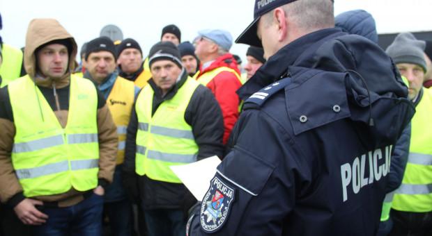 Warszawa: protest rolników na A2 - mandaty, wnioski do sądu, zatrzymane dowody rejestracyjne