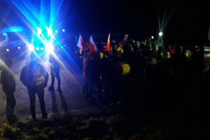 Protestujący rolnicy nie ustępują i skarżą się na policję (Galeria zdjęć)