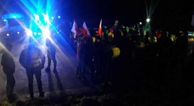 Protestujący w Rawie Mazowieckiej rolnicy nie ustępują i skarżą się na policję (Galeria zdjęć)