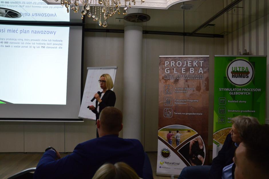 dr Magdalena Szymańska podczas wykładu dotyczącego poprawnego sporządzania planów nawozowych na konferencji firmy NaturalCrop fot. Hanna Jarosławska