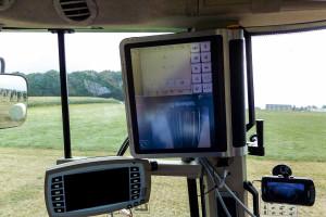 Pomimo dużych, przestronnych kabin nowoczesnych traktorów każdy dodatkowy monitor ogranicza widoczność
