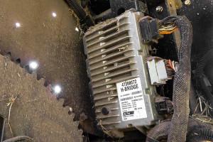 Aby maszyna mogła pracowaćw standardzie Isobus, nie wystarczy tylko wiazka przewodow. Potrzebny jest jeszcze serownik umieszczony na urzadzeniu