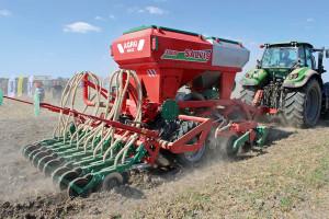 Propozycją firmy Agro-MAsz w zakresie uprawy pasowej jest agregat Salvis T o szerokości roboczej 3m