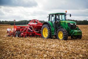Nową propozycją firmy Czajkowski dla średnich gospodarstw jest półzawieszany agregat STK  mogący współpracować z ciągnikami o mocy od 150 KM