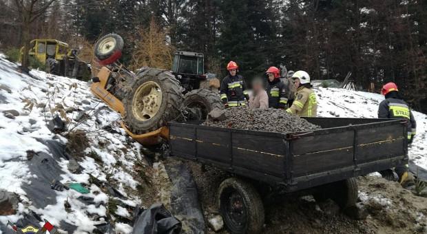 Traktorzysta przygnieciony przez pojazd