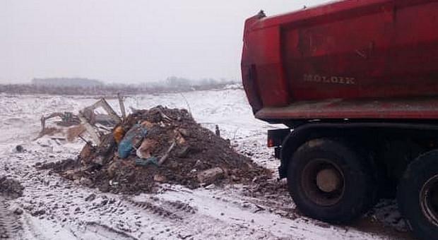 Policjanci zatrzymali właścicielkę firmy gospodarującej odpadami