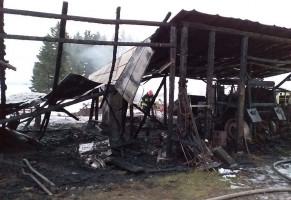 Z dymem poszły tez maszyny garażowane w stodole
