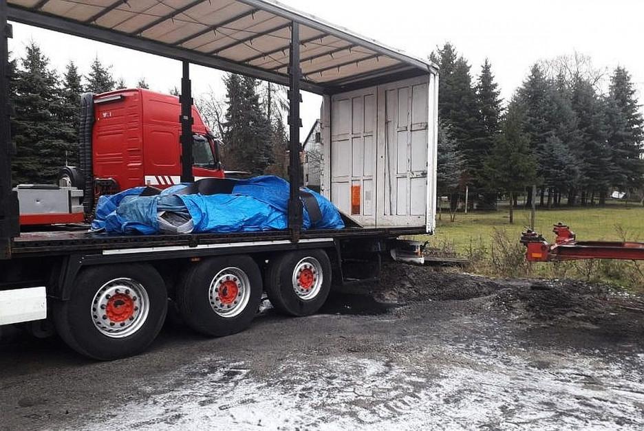 d2c15744931811 Policjanci odzyskali skradzioną naczepę załadowaną środkami ochrony roślin  - Polska