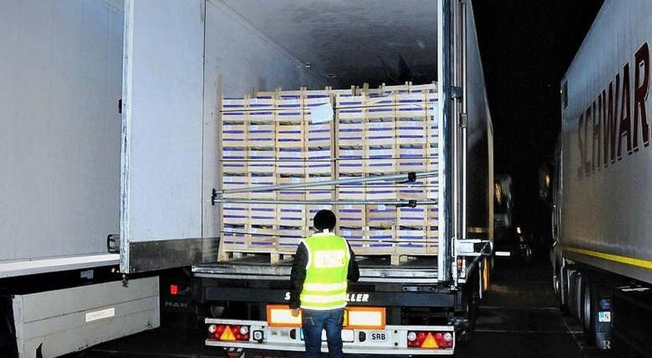Nielegalni imigranci ukryci w transporcie jabłek