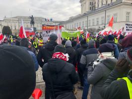 Rolnicy dotarli pod Pałac Prezydencki, fot. Fot. H. Jarosławska