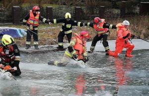 Akcja ratunkowa trwała niecałą godzinę, ale wymagała od strażaków wiele sił i determinacji