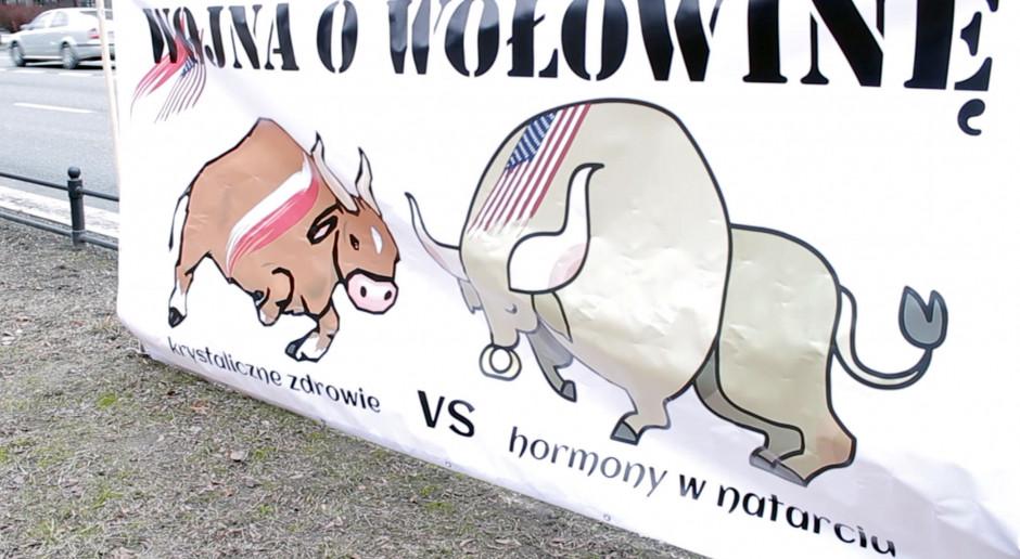 """""""Wojna o wołowinę"""" - rolnicy pod ambasadą USA"""