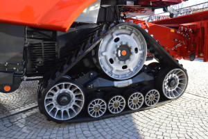 Kombajny serii Axial Flow 250 są wyposażone w gąsienicowy układ jezdny, który chroni glebę przed nadmiernym zagęszczeniem