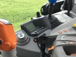 W ładowaczach Quicke dostępny jest dżojstik elektroniczny z możliwością ustawienia różnych trybów pracy oraz funkcjami programowalnymi
