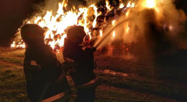130 tys. zł strat po pożarze stogu ze sprasowanym sianem w Starymgrodzie