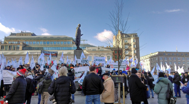 """ZZRR """"Solidarni"""" protestuje pod Sejmem"""