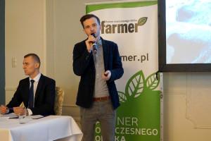 Paweł Ksionek mówił o niskonakładowej modernizacji swojego gospodarstwa, fot.ID
