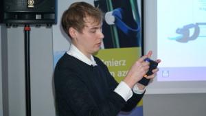 Jak zmienić smartfon w urządzenie do określenia dawek azotu - wyjaśnił Jarosław Mączyński, szef marketingu Atfarm Yara, fot.kh